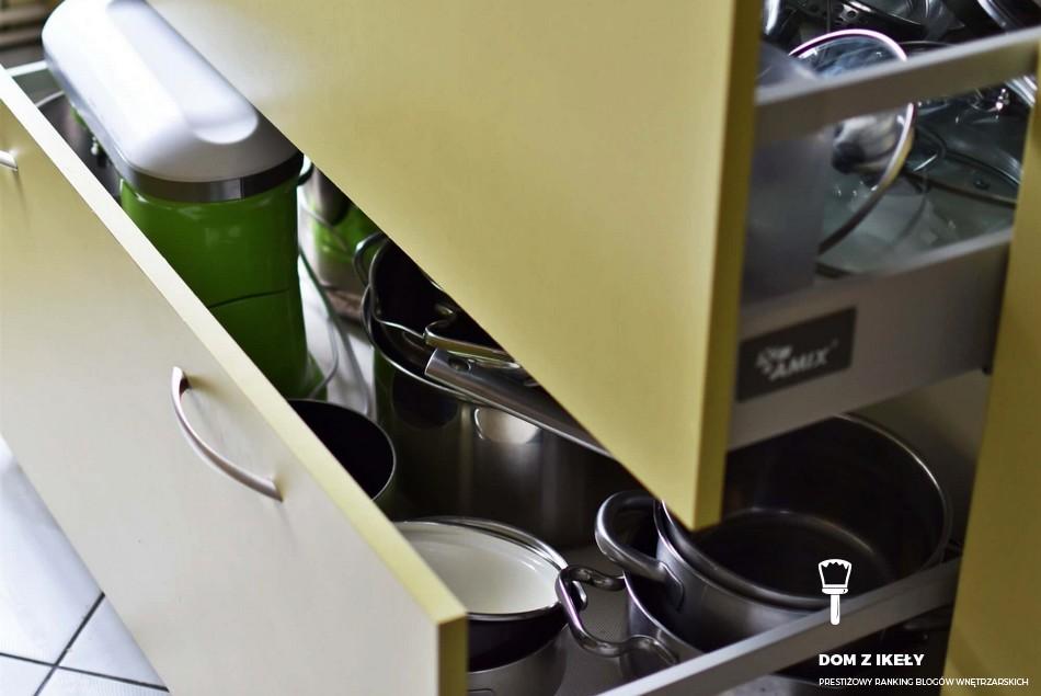 czym wyłożyć szuflady w kuchni